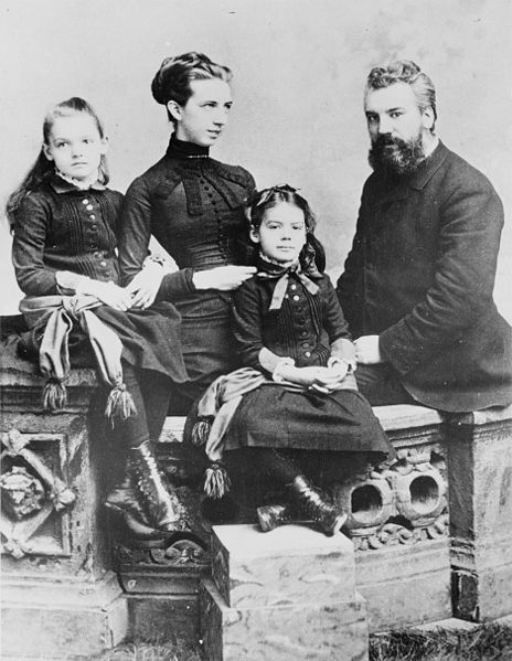 Alexander Graham Bell, Mabel Bell and their children