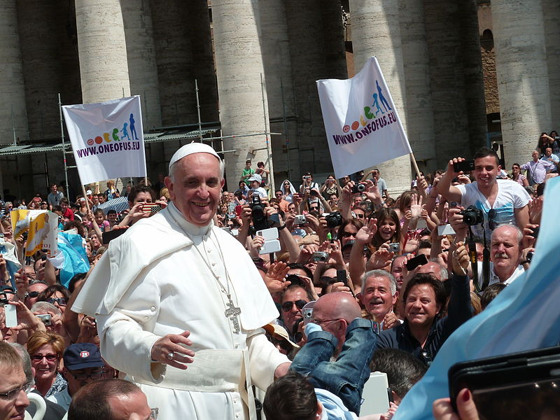 800px-Pope_Francis_among_the_people_at_St._Peter's_Square_-_12_May_2013