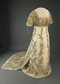 Helen Helen Taft's 1909 inaugural ball gown is made of white silk chiffon appliquéd with floral embroideries in metallic thread and trimmed with rhinestones and beads.